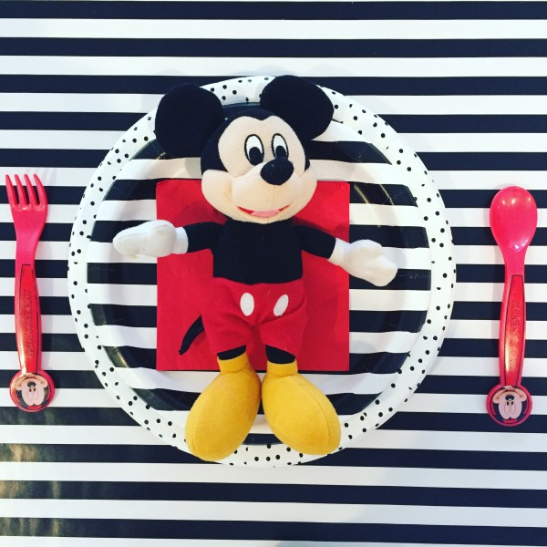 how to throw a disney kids party