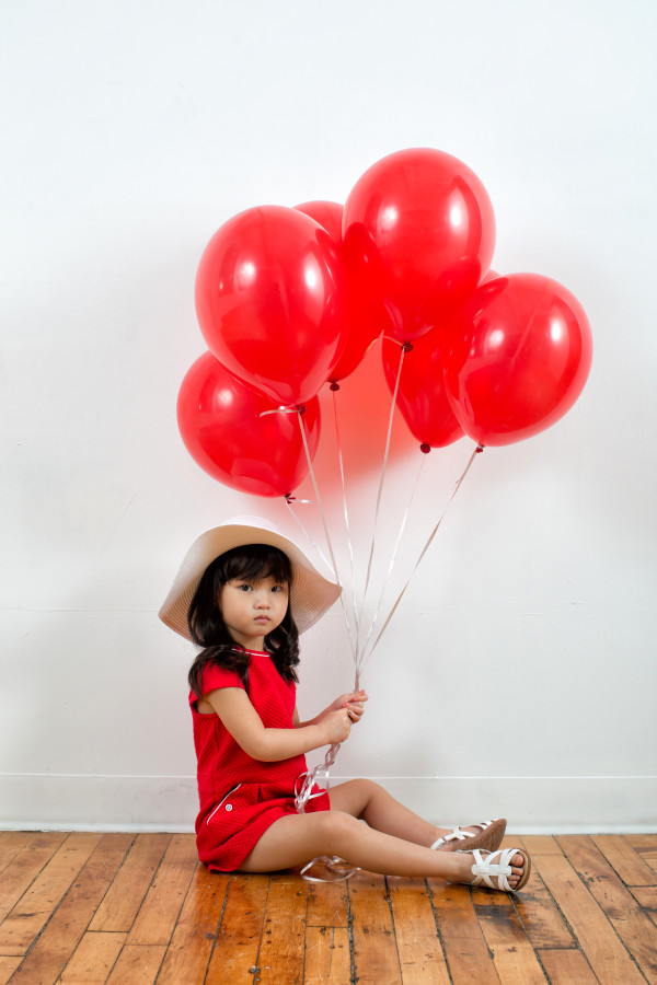 birthday photo shoot, kids photo shoot, kids clothes, red balloons
