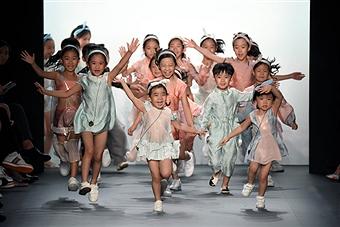 vicky zhang nyfw, twinning, family fashion, nyfw finale