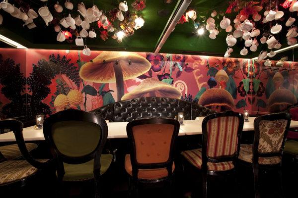 alice in wonderland restaurant japan