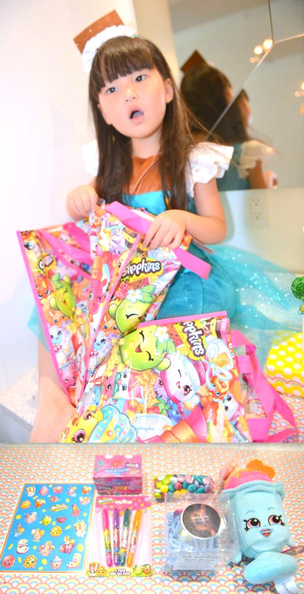 shopkins swapkins, how to have a shopkins party, shopkins party ideas, shopkins kids party, shopkins costumes
