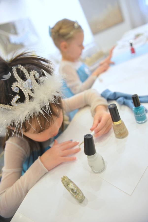 frozen party, frozen themed party, frozen party ideas, how to plan a frozen party, frozen manicure