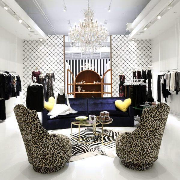alice and olivia nyc, soho shopping, flower wall, instagramable soho, instagramable nyc