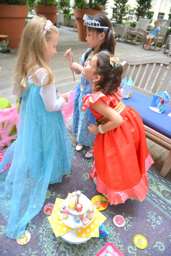 princess picnic, how to throw a princess party, princess party ideas, princess party for girls