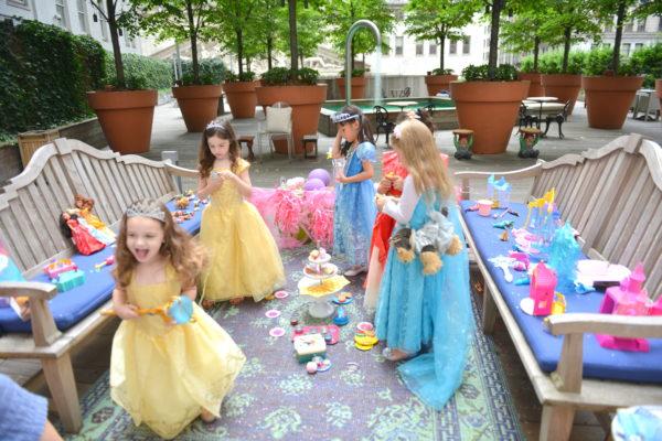 princess picnic, how to throw a princess party, princess party ideas, princess party for girls, disney princess party