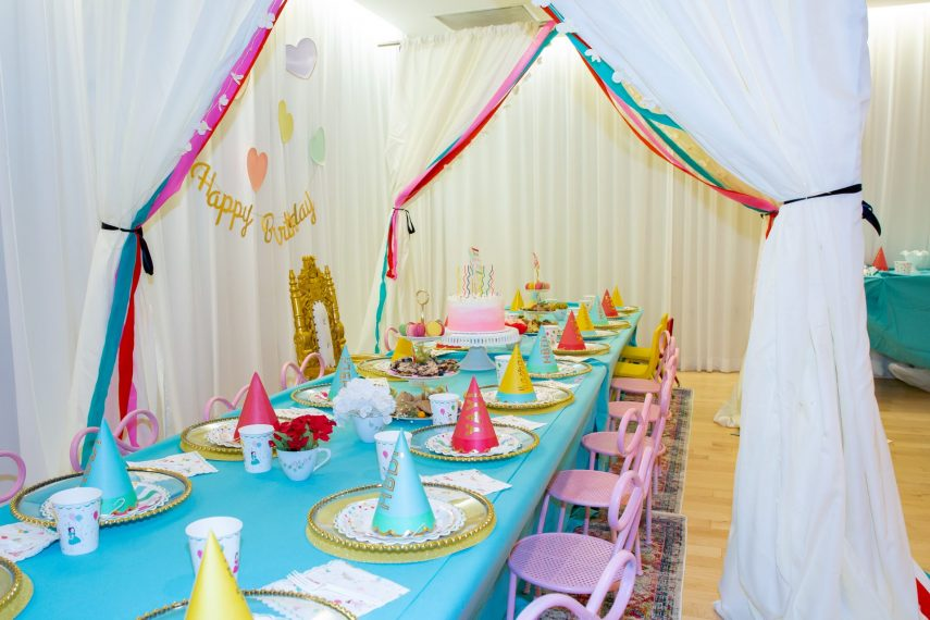 kids party decor, stylishlystella, stylishly stella, meri meri party decor ,how to set a kiddie table, tablescapes for kids, kids' party planner, kids' party throne