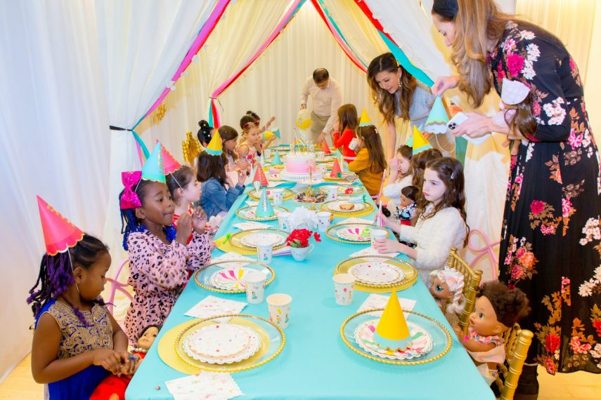 how to decorate a kiddie table, table vogue, stylishly stella, kids party decor, kid's party ideas, girl's birthday party